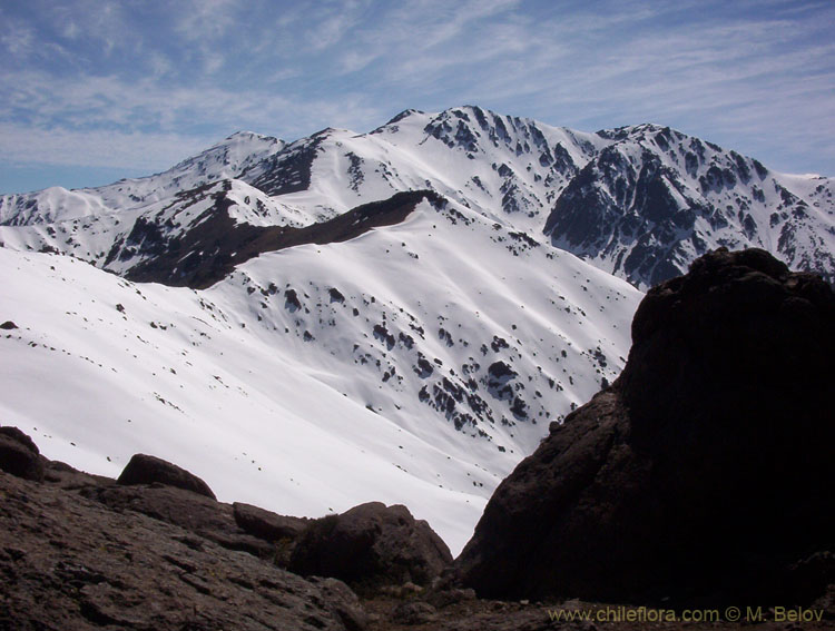 An image of Punta de Damas, a mountain of 3150 m, just on the outskirts of Santiago.